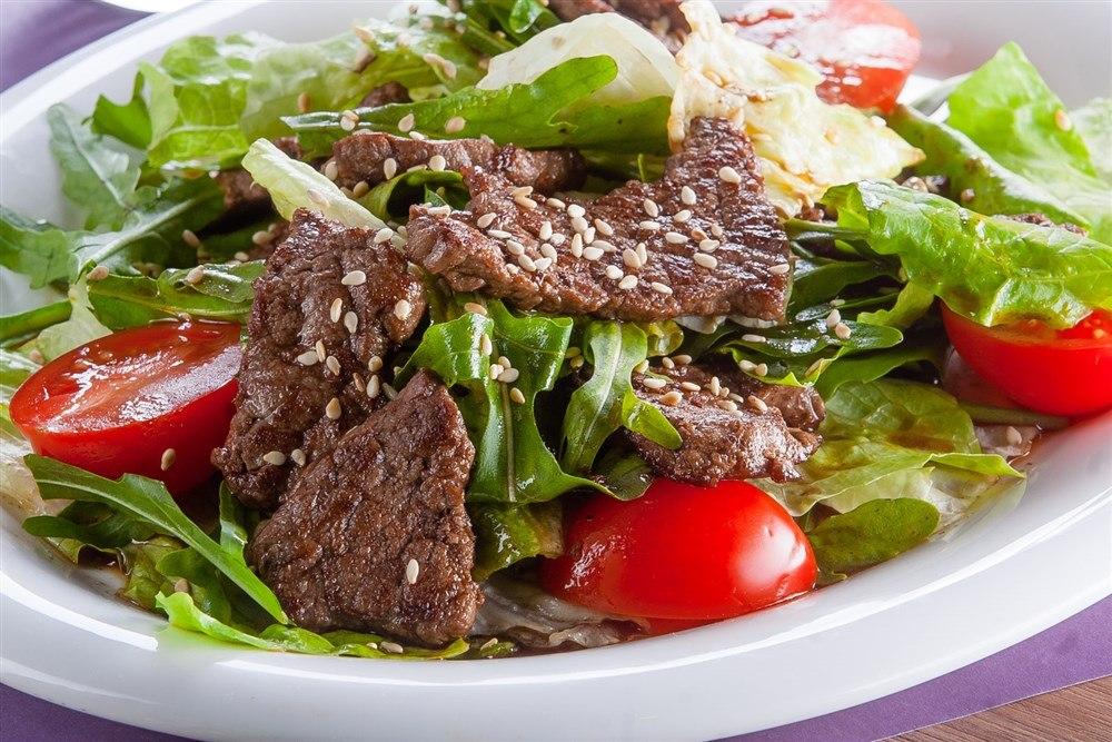 Теплый салат говядиной