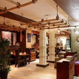 Рестораны, кафе, бары, Европейская кухня - Хаджурао