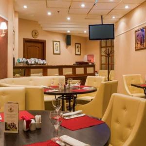 Рестораны, кафе, бары, Европейская кухня - Petit cafe