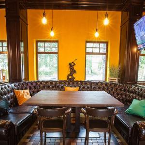 Рестораны, кафе, бары - Ред Финч Холл