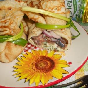 Сельдь - Блинные мешочки с зеленым маслом и селёдкой