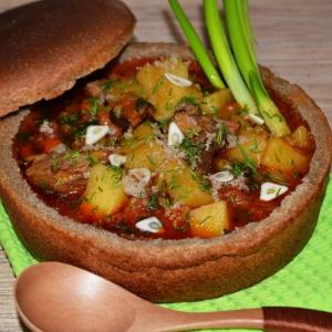 Супы из мяса и мясопродуктов - Бограч в хлебной тарелке