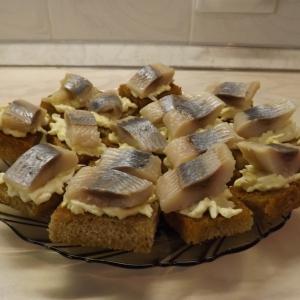 Сельдь - Бутерброды закусочные с сельдью