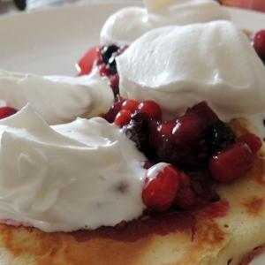 Чешская кухня - Чешские оладьи с горячими лесными ягодами