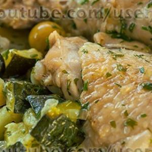 Оливки - Цыплёнок в белом вине с цуккини
