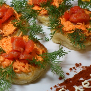Дрожжевые оладьи с лососем