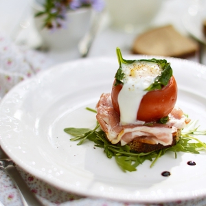 Рецепты из яиц - Фаршированные помидоры