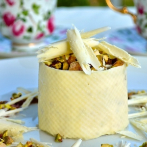 Анис - Фисташковое парфе с белым шоколадом и грушевым соусом