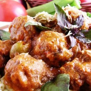 Баклажан - Фрикадельки в густом овощном соусе
