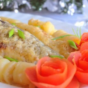 Лук зеленый - Голец в белом соусе с картофелем