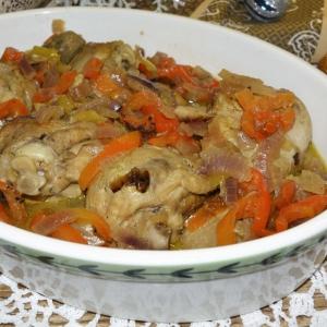 Тушеная птица - Голени с овощами, тушенные в белом вине