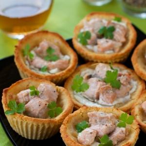 Лосось - Гороховые тарталетки с творожным сыром и форелью