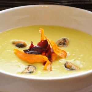 Масала - Гороховый суп-пюре с мидиями и овощными чипсами