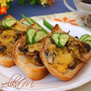 Лук репчатый - Горячие бутерброды с шампиньонами