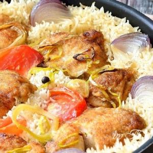 Лук-порей - Грудка куриная, запеченная с рисом и овощами