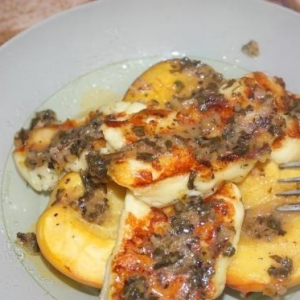 Нектарин - Халуми на гриле с печеными нектаринами