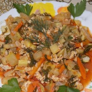 Побеги бамбука - Кабачки с овощами в томатном соусе