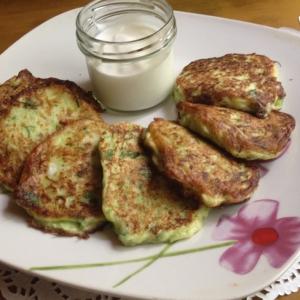 Кабачок - Кабачково-сырные оладьи с зеленью