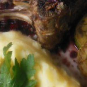 Майоран - Каре ягненка с нежным винным соусом
