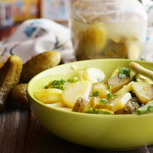 Рецепты салатов - Картофельный салат с огурцами