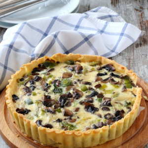 Рецепты выпечки - Киш с грибами и луком пореем