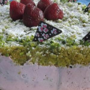 Фисташки - Клубнично-фисташковый торт