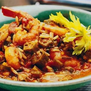 Креольский суп гумбо с курицей и креветками