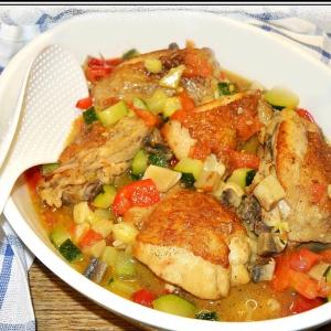Рецепты из мяса птицы - Курица с овощами в пивном соусе
