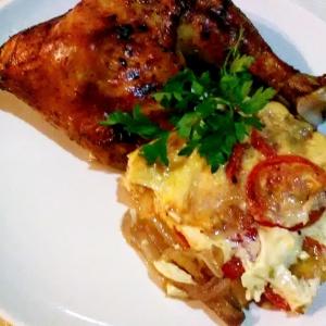 Брынза - Куриные окорочка на запеканке из овощей