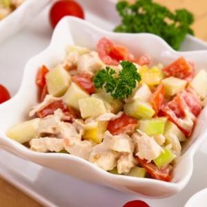 Куриный салат с сельдереем и яблоками