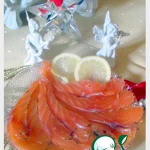 Рецепты скандинавской кухни - Лосось малосольный По-норвежски и соус к нему