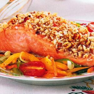 Запеченная рыба - Лосось с овощами под ореховой корочкой
