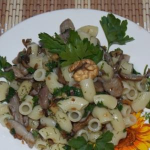 Вешенки - Макароны с грибами, орехами и петрушкой
