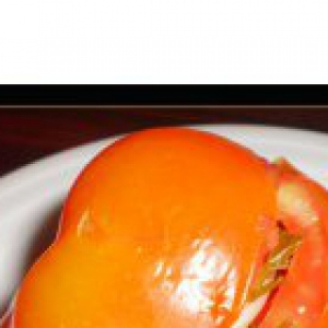 Рецепты еврейской кухни - Маринованные бурые помидоры, фаршированные чесноком и зеленью