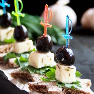 Хлеб - Маринованные оливки с сыром