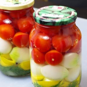 Перец душистый - Маринованные помидоры черри с луком