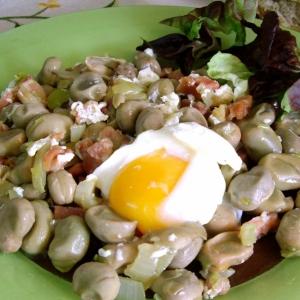 Рецепты испанской кухни - Молодые бобы с хамоном и яйцом