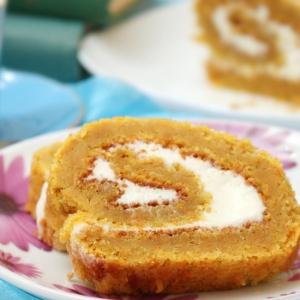 Рецепты десертов - Морковный рулет с творожным кремом