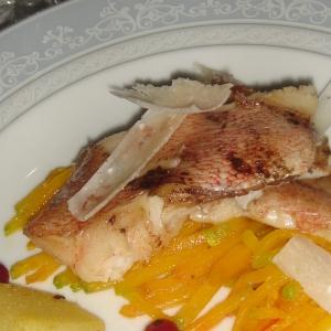 Рыба - Морской окунь на подложке из тыквы