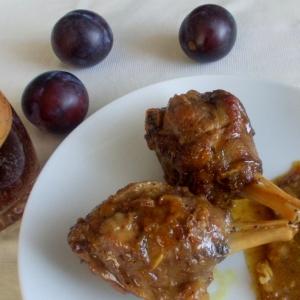 Тушеное мясо - Нутрия в сливовом соусе