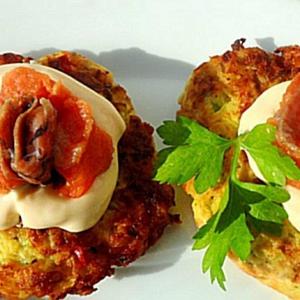 Острые блюда - Оладьи из кабачков и кольраби с сыром и малосольной семгой