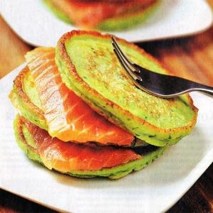 Рецепты для блендера - Оладьи из зеленого горошка с форелью