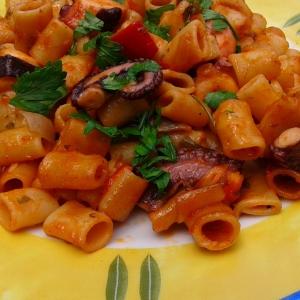 Рецепты балканской кухни - Осьминог с макаронами-диталини