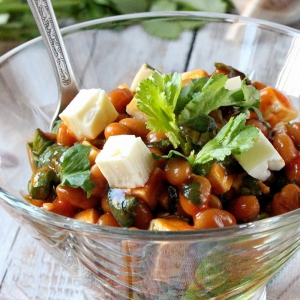 Простыe рецепты - Фасолевый салат с брынзой