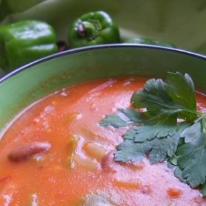 Рецепты португальской кухни - Острый томатный суп с фасолью