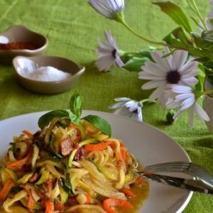 """Анчоус - Овощные """"спагетти"""" с медово-горчичным соусом"""