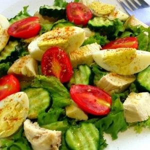 Рецепты салатов - Овошной салат с яйцами