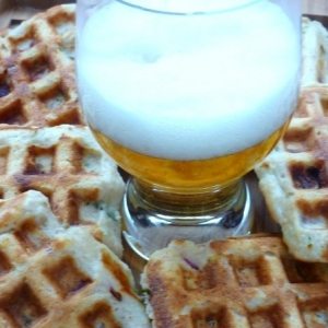 Брынза - Овсяные вафли на пиве с беконом
