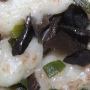 Рецепты китайской кухни - Паровые рулеты с древесными грибами