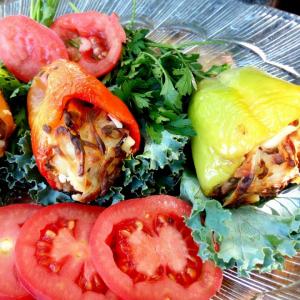 Перец, фаршированный рыбой и овощами